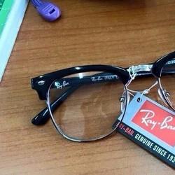 Mắt kính giả cận phong cách
