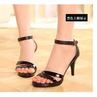 Giày cao gót 2 quai đen