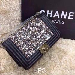 Túi xách Chanel Boy đính đá