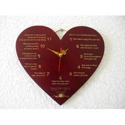 Đồng hồ gỗ trái tim khắc laser