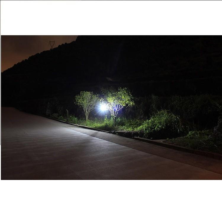 Đèn pin sạc năng lượng mặt trời 8