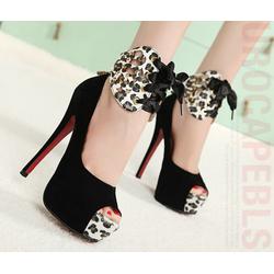 Giày cao gót gắn nơ sành điệu