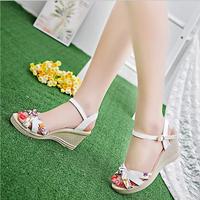 Sandal đế xuồng - nhẹ nhàng chân xinh