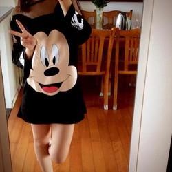 Áo thun nữ dài tay, in họa tiết chuột mickey dễ thương, đáng yêu.