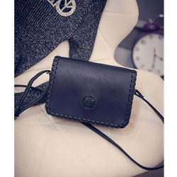 Túi xách nữ đeo chéo da mềm nắp viền dễ thương màu đen