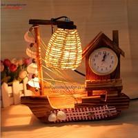 Đèn ngủ thuyền gỗ đồng hồ báo thức
