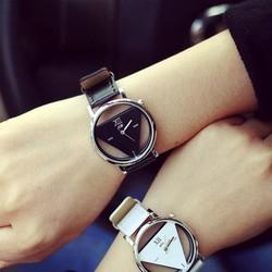 Đồng hồ dây da thiết kế lạ mắt