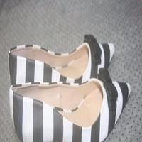 Giày cao gót nữ mũi nhọn sọc trắng đen đính nơ sành điệu GCN263
