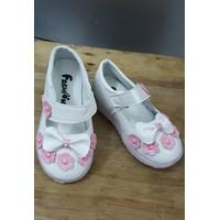 Giày cho bé gái