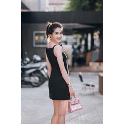 Đầm suông đen Ngọc Trinh thiết kế đơn giản, dễ thương M90