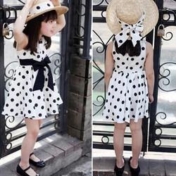 Đầm chấm bi trắng đen