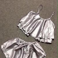 Đồ bộ mặc nhà áo 2 dây và quần short chất liệu phi bóng DBTN472