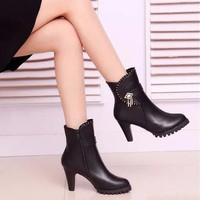 Giày boot nữ đính kim loại cá tính B036