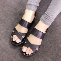 Giày sandals quai chéo đế bánh mì màu đen SDQN14