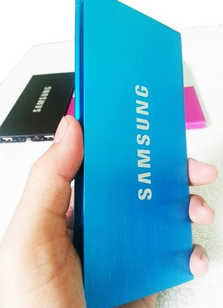 Sạc dự phòng Samsung 12,000 mA siêu mỏng Tặng 1 đèn LED 50K 4
