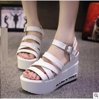 Giày sandal xuồng 4 dây đế chữ