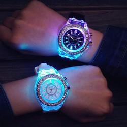Đồng hồ phát sáng 7 màu NC111