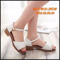 Giày sandal đơn giản