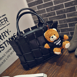 Túi xách da nữ thời trang đan bện gấu bông xinh xắn