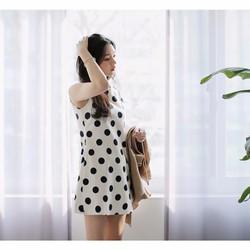Đầm suông nữ cổ tròn, thiết kế in họa tiết chấm bi