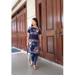 Áo dài cách tân tone xanh bức tranh hoa