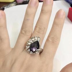 Nhẫn nữ gắn đá tím cực sang