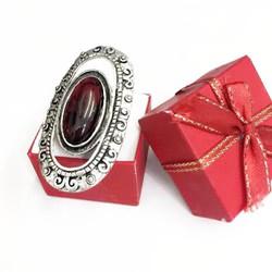 Nhẫn nữ cẩn đá đỏ sang trọng