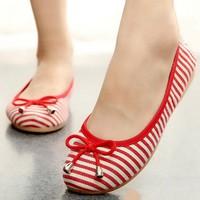Giày nữ sọc đỏ sọc trắng dễ thương đáng yêu đôi chân - 162