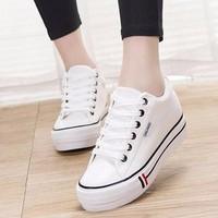 TT226W - Giày thể thao vải họa tiết 3 sọc đỏ trắng đen - Doni86