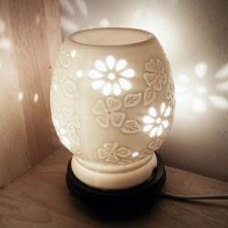 Đèn xông tinh dầu gốm hoa mai trắng - Tặng 10ml tinh dầu sả chanh