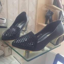 Giày cao gót đế vuông sang trọng