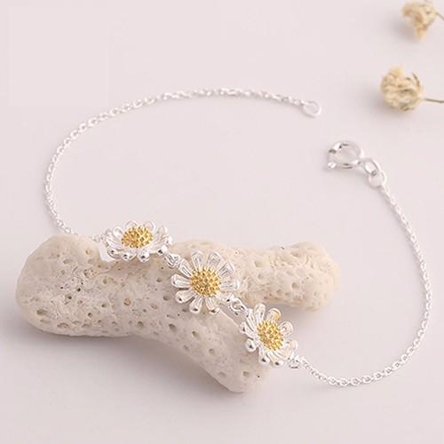 Vòng tay bạc 3 hoa cúc cao cấp Hàn Quốc - 3934668 , 3179798 , 15_3179798 , 150000 , Vong-tay-bac-3-hoa-cuc-cao-cap-Han-Quoc-15_3179798 , sendo.vn , Vòng tay bạc 3 hoa cúc cao cấp Hàn Quốc