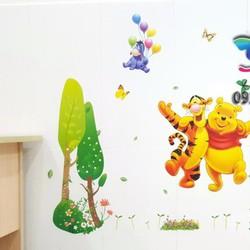 Decal gấu Pooh chơi công viên