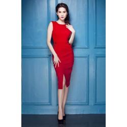 Đầm đỏ xẻ tà trước với thiết kế ôm body như Ngọc Trin M14D