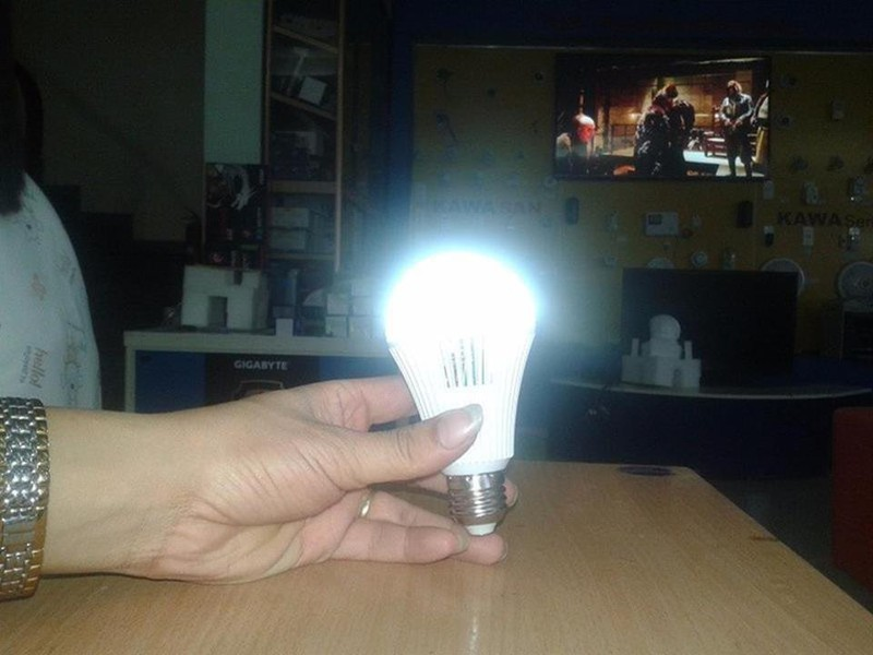 Bóng đèn LED Bulb 9W thắp sáng không cần điện 2