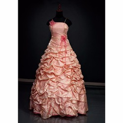 váy cưới dài kết hoa