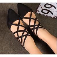 Giày đế vuông 4 phân dây chéo mũi nhọn