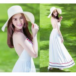 Đầm maxi trắng của Ngọc Trinh thiết kế hở lưng trẻ trung M798