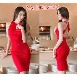 Đầm đỏ ôm body thiết kế hở lưng Ngọc Quyên