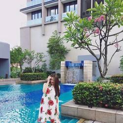 Đầm Suông Sát Nách In Hoa Hồng - Trắng