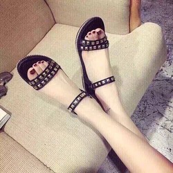HÀNG NHẬP CAO CẤP - Giày sandal đinh tán cá tính