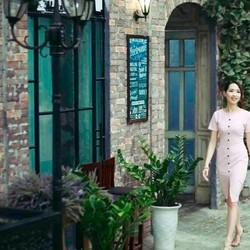 Váy ôm công sở trang trí thủ công