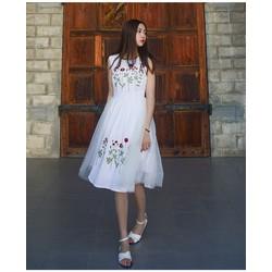 Váy xòe thêu hoa xinh xắn