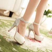 Giày cao gót hở mũi kim tuyến