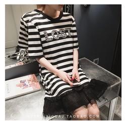 D2414-Đầm bầu suông phối chân váy ren họa tiết kẻ sọc in chữ nổi bật