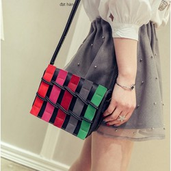 Túi đeo chéo gắn các thanh nhiều màu B009