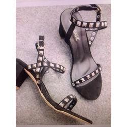 Giày gót vuông đính đinh VNXK