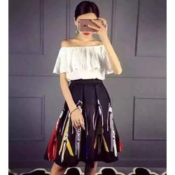 HÀNG NHẬP-Set áo trễ vai phối bèo+váy xoè hoạ tiết cô gái - SETPC04190