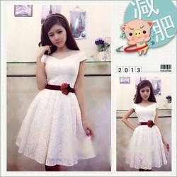 Đầm Ren Xòe Bẹt Vai Kèm Dây Đeo Nhung Đính Hoa NL-D1012