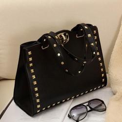 Túi xách thời trang nạm đinh